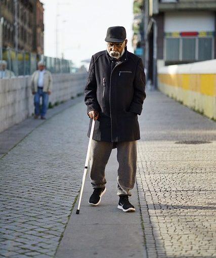 Steuervorteile für Rentner: Wann lohnt sich ein Schwerbehindertenausweis?