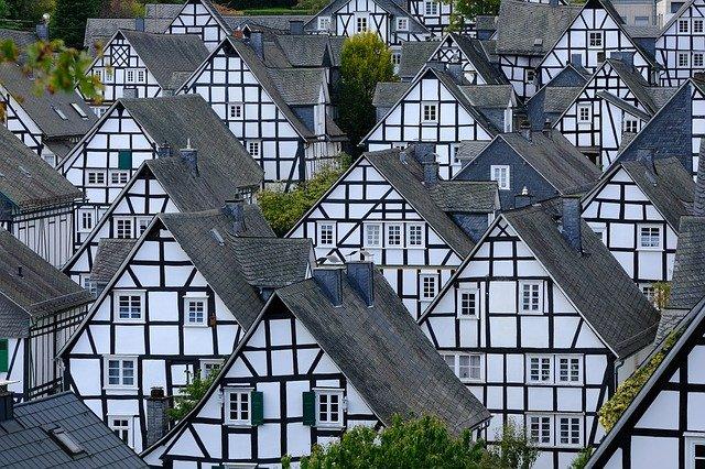 Für Pendler: Wo sich der Immobilienkauf im Umland lohnt